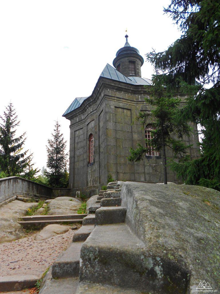 Kaplica Panny Marii na grzbiecie Broumovskich Ścian